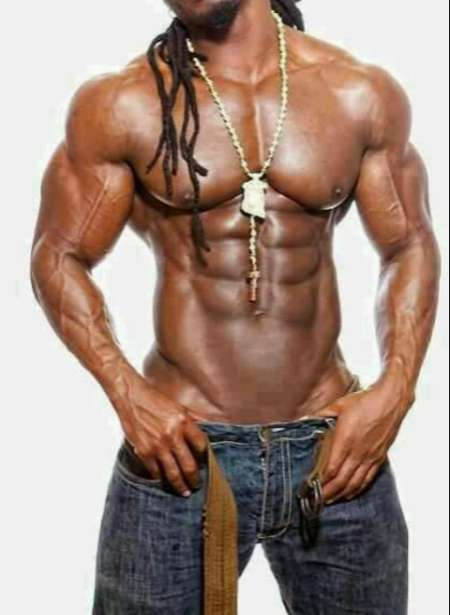 Africain black viril avec gros sexxe pour femme