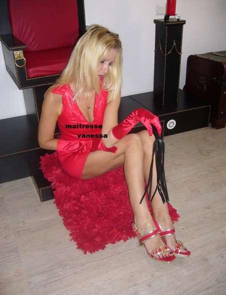 rousse nue maitresse dominatrice lyon